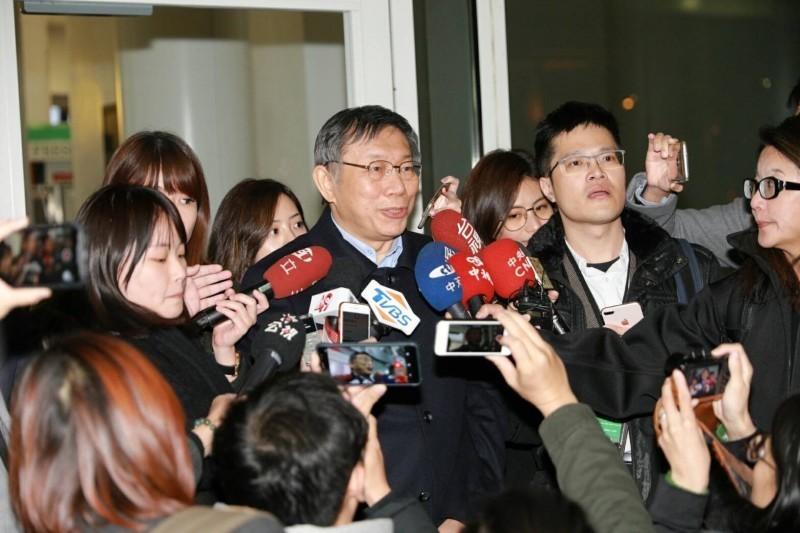 台北市長柯文哲率團訪美。(圖為柯文哲在美東時間16日抵達紐約時受訪照片,台北市政府提供)