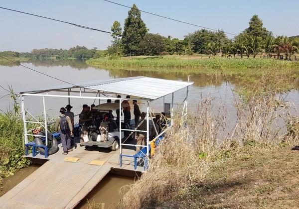 兩對南韓夫婦在泰國打高爾夫時,由一對夫妻所開的高爾夫球車把前面那一輛撞入河中,導致好友夫婦落水,肇事男子跳入河裡救人,卻和另一對夫妻中的丈夫雙雙溺斃。(歐新社)
