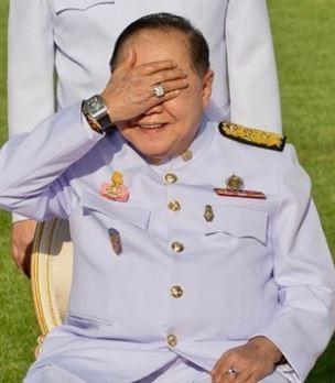 普拉威去年與新內閣和影時,右手腕的名錶意外成為焦點。(法新社)
