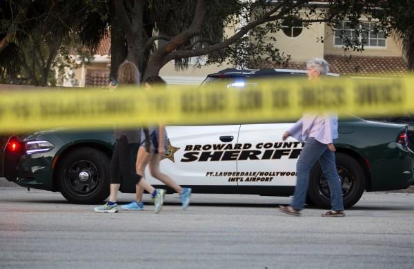 美國媒體踢爆,佛州校園槍擊案發生時,4名布勞沃德郡(Broward County)警局員警都在外面沒有進去。(歐新社)