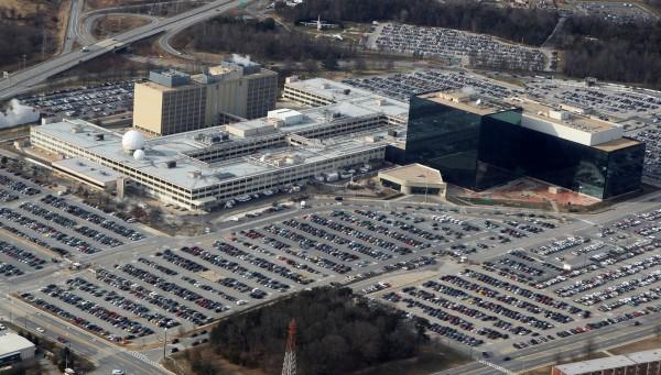 美國國安局在傳機密資料外洩事件,今(29)日加州一間網路安全公司指出,發現47個美國陸軍機密檔案與資料夾,包括虛擬硬碟與戰場情報的敏感細節,未受保護的公布在網路上,其中3個資料還可供下載。照片為美國國安局。(路透)