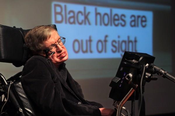 英物國物理學家霍金今年3月逝世後,22件遺物自上月底起由佳士得經手拍賣,其中他長年賴以代步和發聲的高科技輪椅,超戶預期的以約新台幣1218萬元成交。(歐新社-埃菲社)