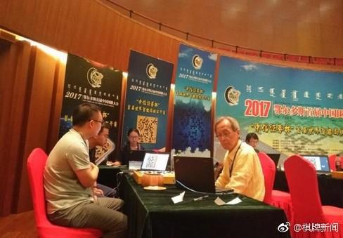 「2017鄂爾多斯中國圍棋大會首屆世界智能圍棋公開賽」將於明天(17日)進入新一輪單淘汰決賽,總冠軍將有機會和中國圍棋世界冠軍孔潔對決。(翻攝自微博)