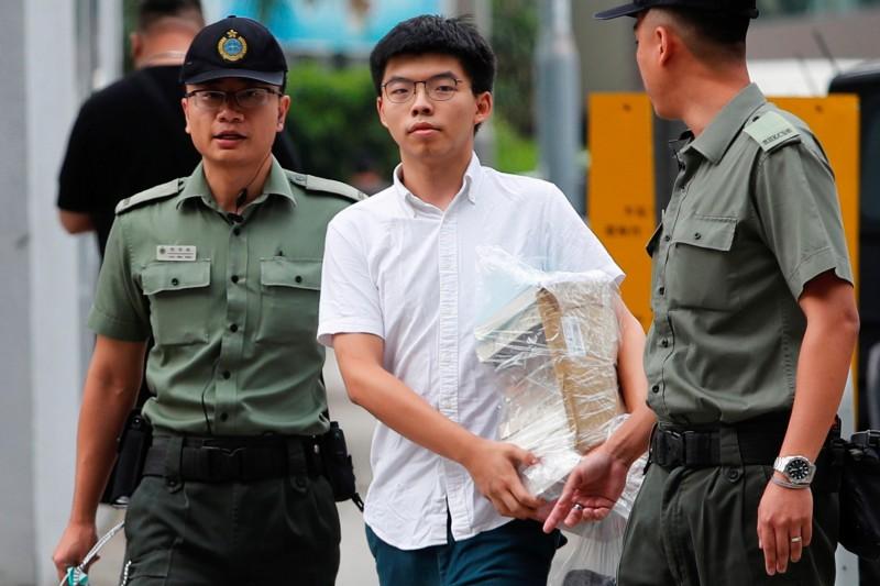 「香港眾志」秘書長黃之鋒今(17日)上午10時30分出獄,旋即加入反送中的戰場。(路透)