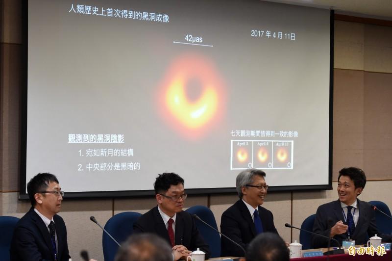我國參與國際大型黑洞觀測計畫「事件視界望遠鏡」(EHT),10日晚間與其他5個國家同步公開人類史上第一張黑洞照片。(記者廖振輝攝)