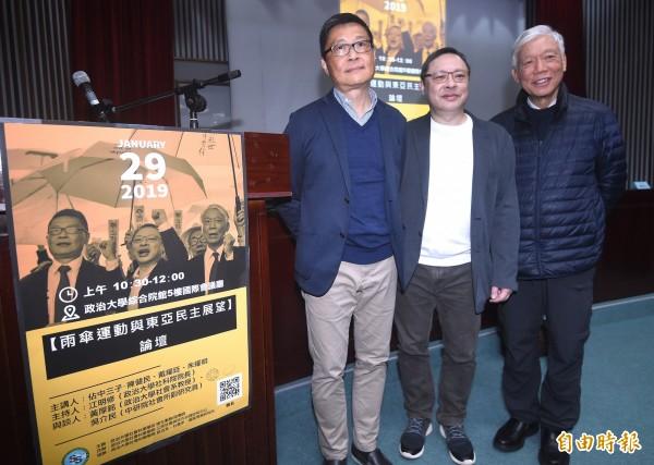 香港占中三子陳健民(左起)、戴耀廷、朱耀明29日出席在政治大學舉行的「雨傘運動與東亞民主展望論壇」,分享心路歷程。(記者廖振輝攝)