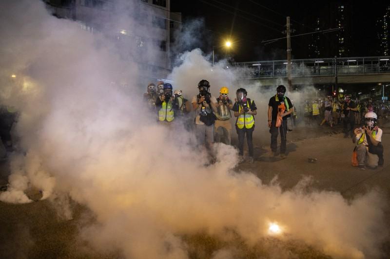 香港元朗721白衣人打人事件滿兩個月,再爆發警民激烈衝突。(歐新社)
