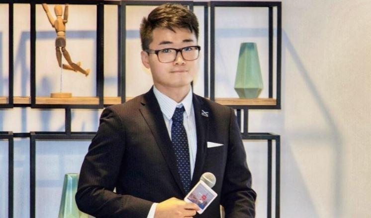 英國駐香港總領事館職員鄭文傑失蹤多日,今(21)中國外交部證實他受到深圳警方行政拘留。(擷取自「Cheng Man Kit」臉書)
