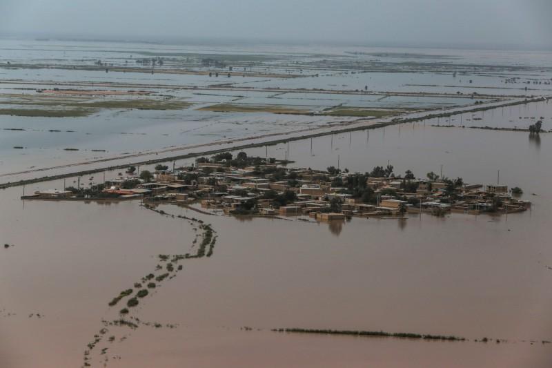 伊朗國內多省因連日豪雨面臨嚴重水災。(路透)