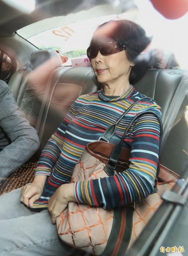 中研院院長翁啟惠老婆劉映理到士林地檢署複訊。(記者林正堃攝)