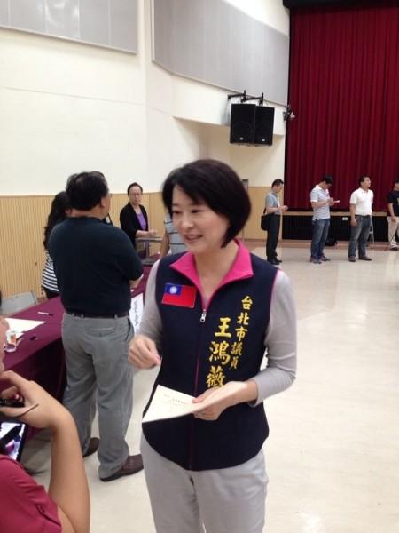 台北市議員王鴻薇批評柯文哲如果拆除忠孝西路公車專用道,公車停靠會有問題,結果反遭網友痛批。(資料照,記者游蓓茹攝)
