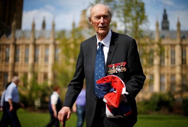 領導特種部隊,破壞挪威重水廠,阻納粹發展核武的挪威英雄隆恩伯格,在當地時間週日逝世,享耆壽99歲。(路透)