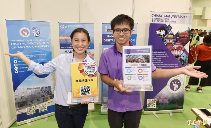 2019大學校園博覽會在台大體育館登場,泰國清邁大學首度來台設攤招生。(記者劉信德攝)