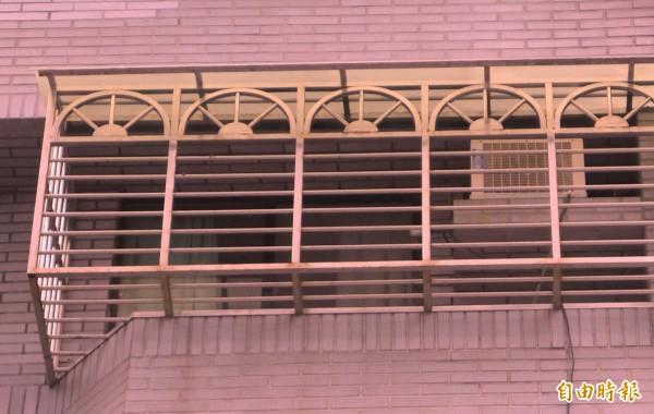 台南市一名11歲女童,昨天晚上不明原因在住家門外的鐵窗上吊。示意圖與新聞無關。(資料照,記者王冠仁攝)
