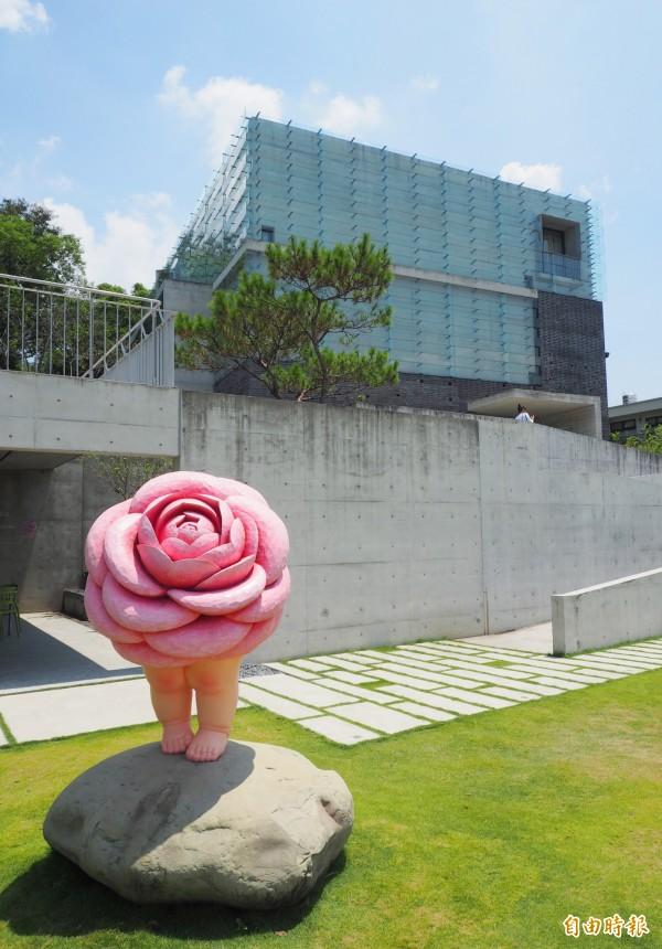 毓繡美術館位在草屯九九峰下。(資料照,記者陳鳳麗攝)