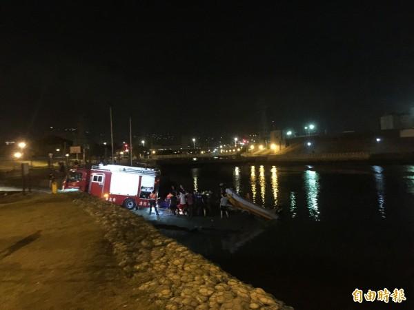 台北市雙溪碼頭昨天深夜傳出落水意外。(記者陳恩惠攝)