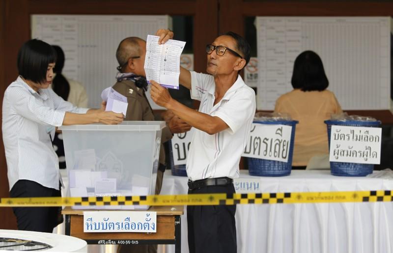 泰國中選會晚間公布89%選票的開票結果,宣布尋求讓軍政府總理帕拉育繼續掌權的公民力量黨,以700萬票處於領先。(歐新社)