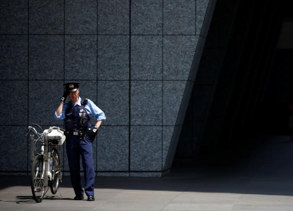 日本東京警視廳誤將一具無名屍交給失蹤者家屬帶回火化,沒有到1年過後,「死者」居然再次現身!警視廳坦承,當初交辦遺體時沒有進行指紋和DNA比對。示意圖。(路透)