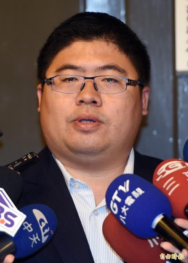 蔡易餘表示,高院要求陳水扁5月13日出庭,這個開庭通知充滿政治挑釁的意味。(記者廖振輝攝)