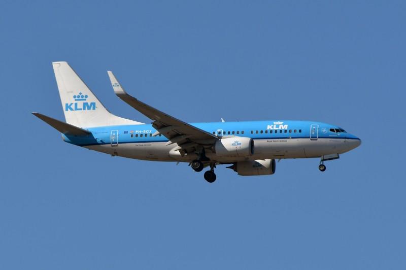 荷蘭皇家航空公司(KLM)21日表示,將更改所有會經過荷姆茲海峽的航班。(法新社)