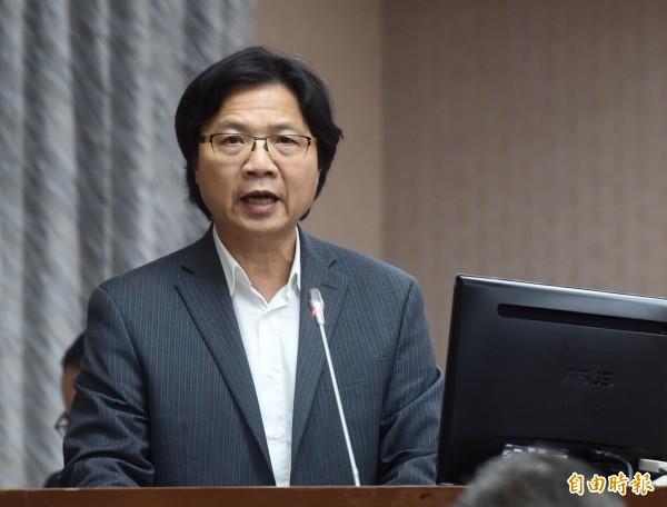國民黨立委認為應加速推動晶片身分證,內政部長葉俊榮表示,一年內一定可以推出計畫。(記者簡榮豐攝)