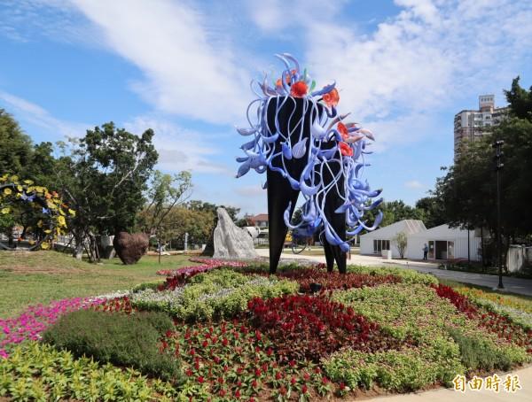 花博豐原園區內設置多座大型琉璃藝術作品,打造全國首座琉璃花園。(資料照)