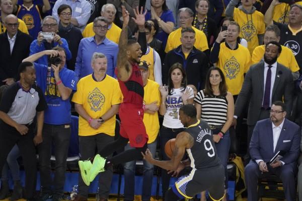 NBA 西部冠軍賽 Live》伊古達拉再見抄截  勇士逆轉拓荒者