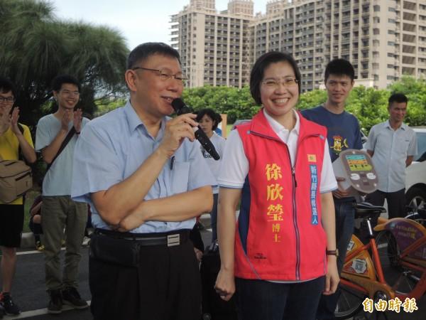 台北市長柯文哲去年力挺民國黨推出的縣長參選人徐欣瑩。(資料照)