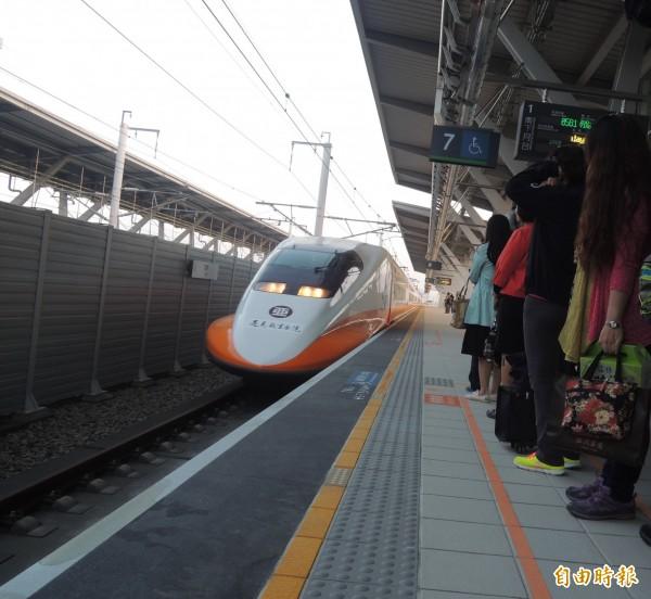 台灣高鐵工會揚言,高鐵若再不返還加班費,將發動春節將依法休假,拒絕加班。(資料照,記者廖淑玲攝)