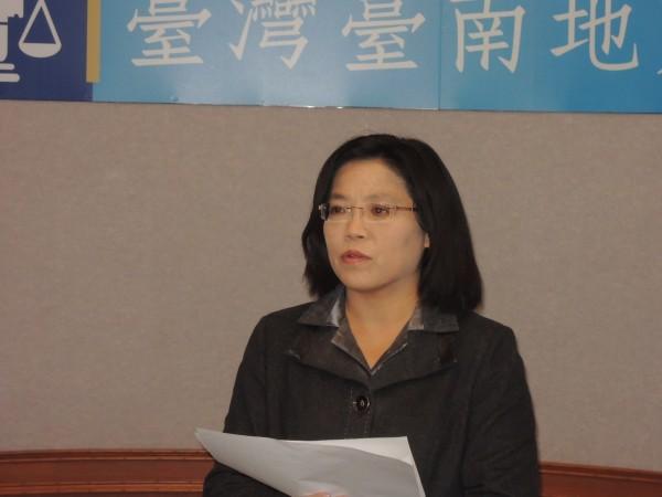 台南地院行政庭長郭貞秀說明聲押庭裁定收押李全教等4名被告的理由。(記者王俊忠攝)