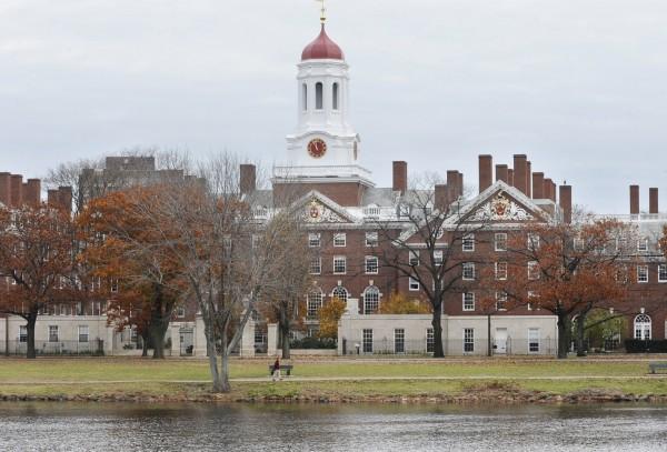 蘇阿麗說,美國政府沒有大學排名的評比,學生若想赴美留學,應深入了解評估後依據喜好做出選擇。圖為哈佛大學校園。(美聯社)