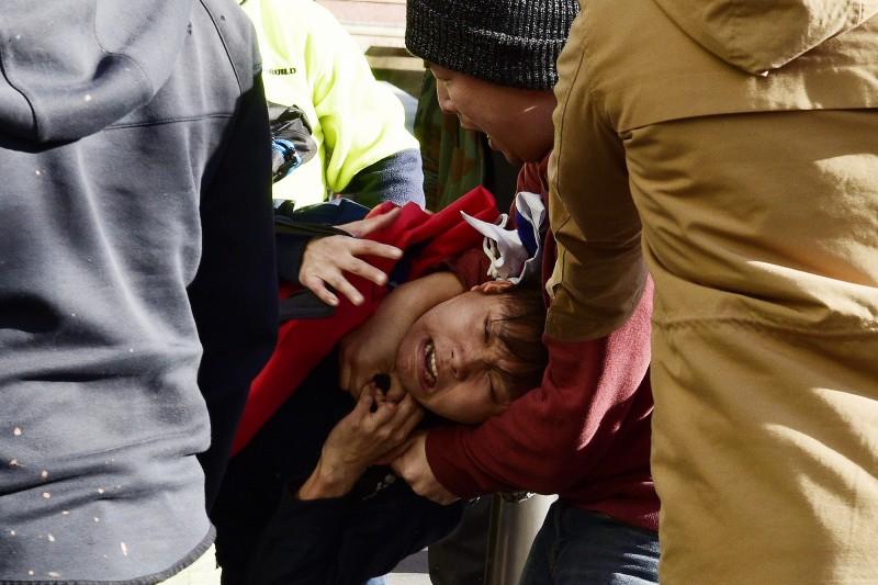 澳洲雪梨市數百名立場親中的中國移民、海外留學生舉行反「反送中」遊行,過程卻傳出暴力攻擊一名持「中華民國」國旗的男子,目前尚不知該男是否為台灣人。(歐新社)
