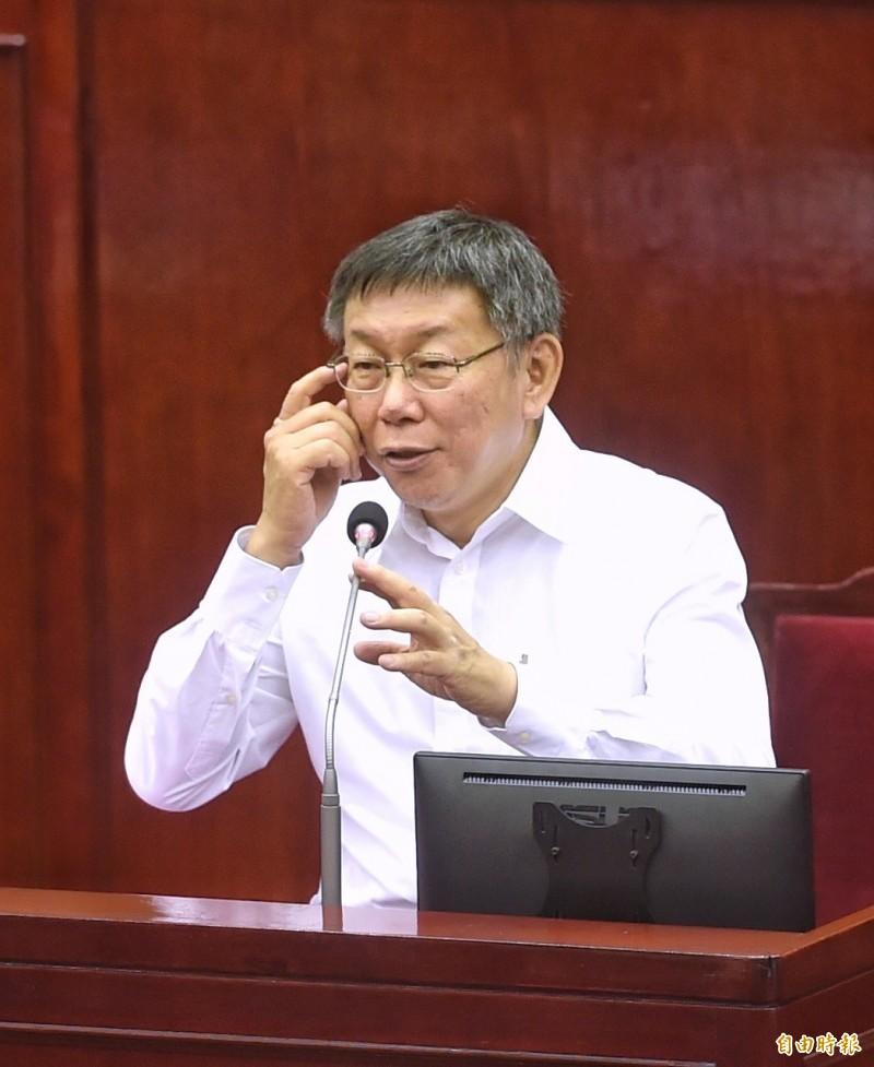 台北市長柯文哲16日前往市議會,針對臺北市重大工程推動進度與檢討進行專案報告。(記者方賓照攝)