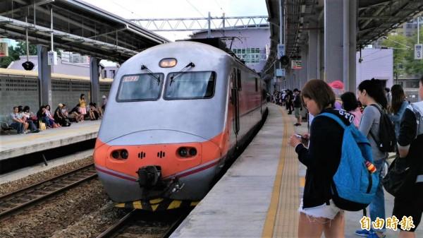 台鐵公司化議題再生變,交通部長吳宏謀表示,台鐵現階段還有許多重要事情要做,公司化根本不是台鐵應優先推動項目,至少這1、2年時機尚未成熟。(資料照,記者鄭瑋奇攝)