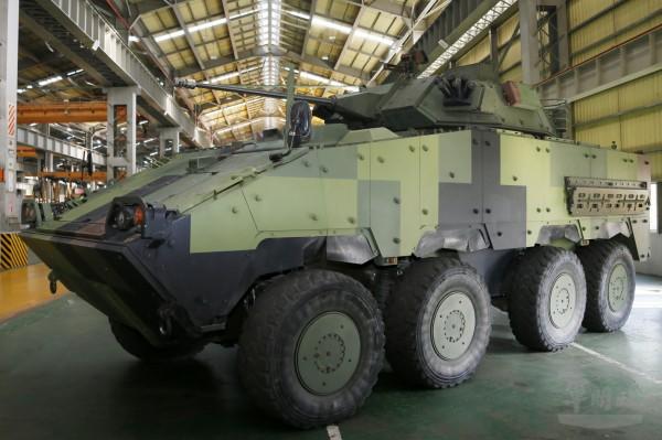 軍事專家指出,甲車與戰車搭配使用是現代化陸軍的「標配」。圖為30公厘鏈砲雲豹八輪甲車。(軍聞社提供)