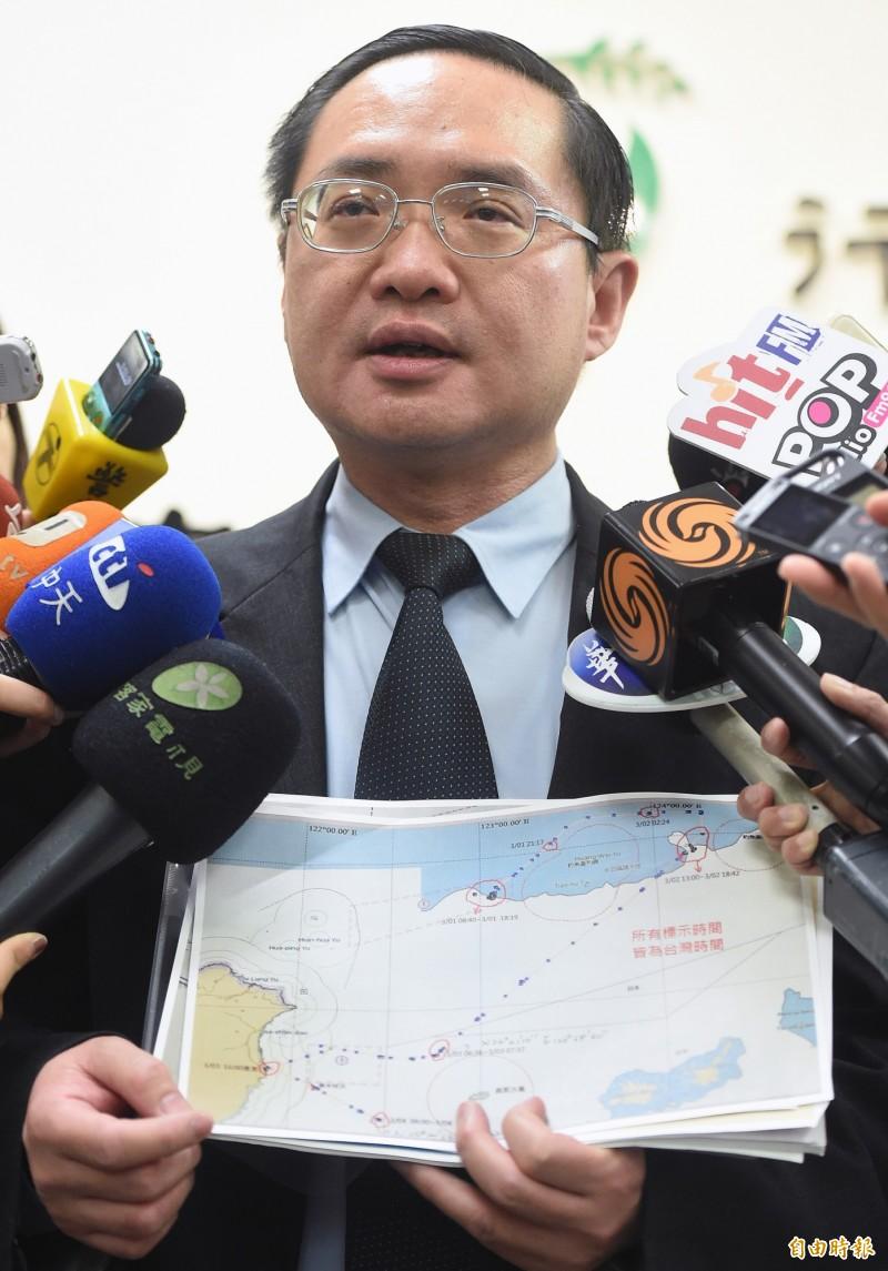 漁業署表示,船上船員是否安全還在確認中,已請附近國家和國搜中心提供協助。圖為漁業署副署長林國平。(資料照)