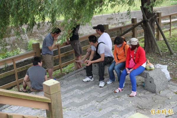 已凍結10年的越南家庭看護和漁工預定7月1日解凍,試辦1年後雙方再檢討成效。(資料照,記者鄭鴻達攝)