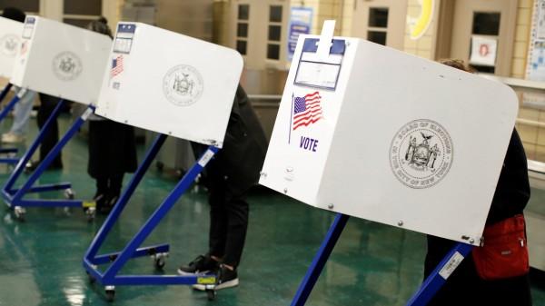 美國期中選舉今(6)日登場,美國東岸數州的選民已經開始投票。(路透)
