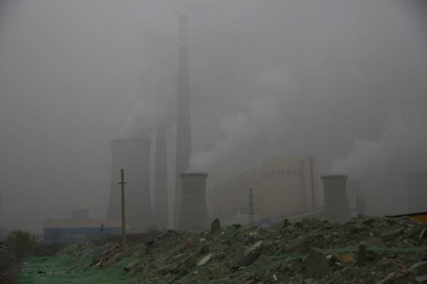 中國二氧化碳排放量居全球首位,今年升幅達4.6%,佔全球排放量的4分之1以上。(歐新社)