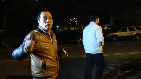 趙昆原(左)表示自己坦蕩,主動到案說明。(記者黃文鍠攝