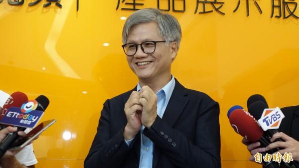 無黨籍台北市長候選人吳蕚洋近日在網路爆紅,他在辯論會上清唱《愛江山更愛美人》的片段更被網友加入配樂,KUSO成各種版本在網路上瘋傳。(資料照)