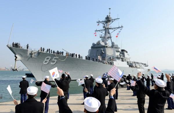 美國導彈驅逐艦麥坎貝爾號(USS McCampbell )在日本海航行,由於該海域是俄羅斯與日本主權爭議之處,勢必會讓俄國感到不滿。(歐新社)