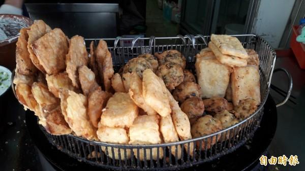 新竹市人最愛的炸物點心「北門炸粿。(記者洪美秀攝)