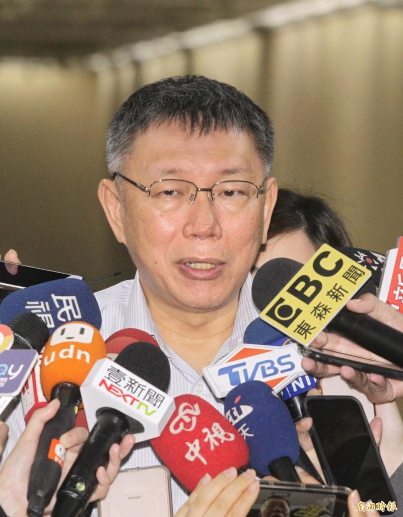 針對時事問題,台北市長柯文哲今日接受媒體採訪。(記者方賓照攝)