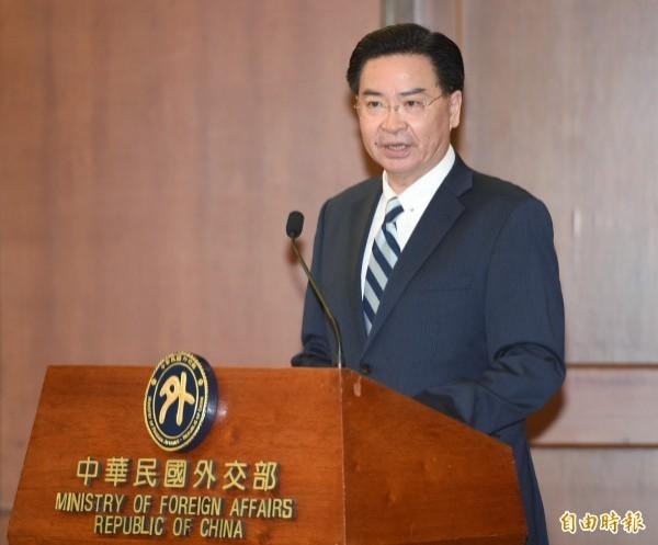 我國外交部長吳釗燮,近日接受澳洲節目「外國特派員」訪問時指出,台灣人民看到香港現況,若中國以武力對付台灣,台灣人將了解最終須對抗中國。(資料照)