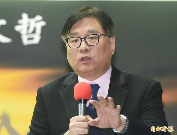 柯P迴避指控稱葉克膜複雜,台灣關懷中國人權聯盟創會理事長楊憲宏批:沒資格選台北市長。(記者廖振輝攝)