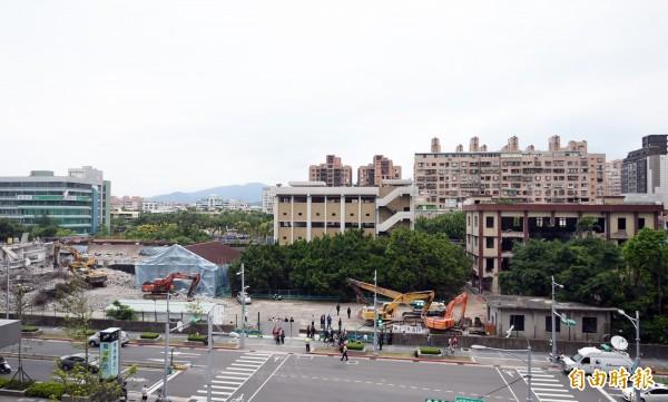 北市府今下午宣布,10米道路將持續開發,南港瓶蓋工廠仍無法全區保留。(資料照,記者羅沛德攝)