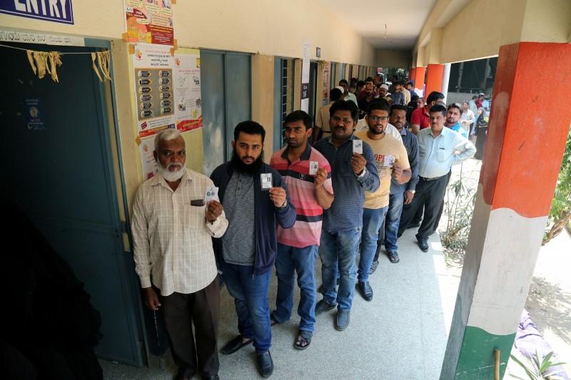 印度一名選民投錯票,氣得斬斷自己的食指。印度選民示意圖。(歐新社)