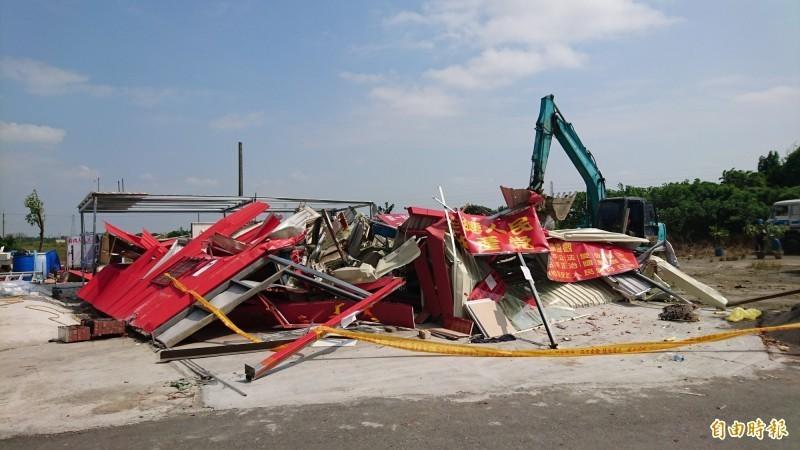 台南市新營區的「共產天后宮」今天被拆除夷為平地。(記者楊金城攝)