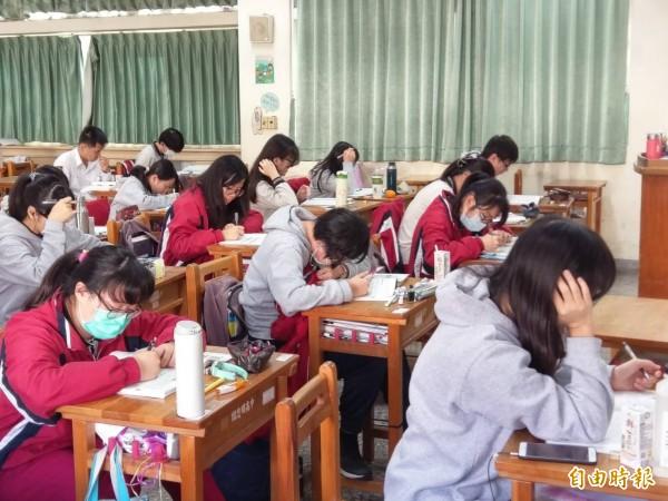 未來學測數學將分AB卷,讓學生依能力選考。(資料照)